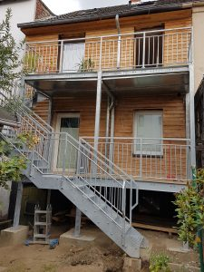 Balkonanlage, Podest aus feuerverzinktem Stahl