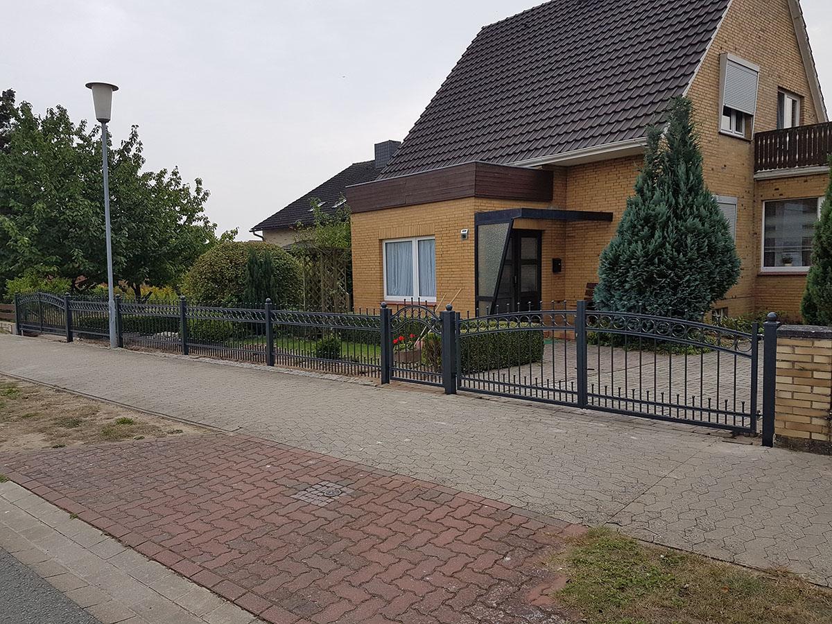 Schmiedeeisenzaun, feuerverzinkt und pulverbeschichtet, Polen